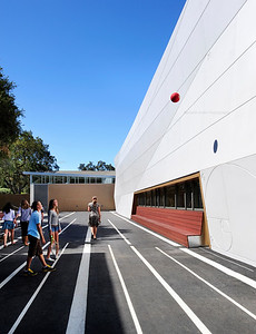 Menlo School Gym, Atherton, CA.Kevin Hart Architecture, Vance Brown Builders. Outdoor play area.