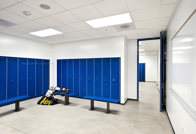 Menlo School Gym, Atherton, CA.Kevin Hart Architecture, Vance Brown Builders. Locker Room, High School.