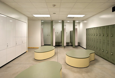Menlo School Gym, Atherton, CA.Kevin Hart Architecture, Vance Brown Builders. Locker Room, Middle School.