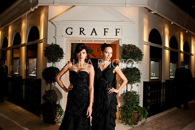 L-R: Graff Models Jessica Santiago and Andrea Mejvtova