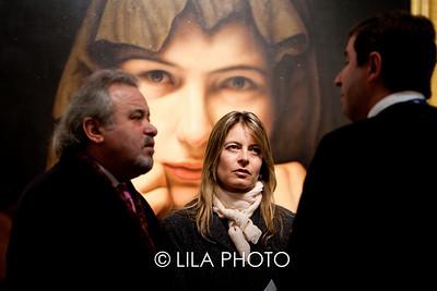 Rita Zaia (woman in center)