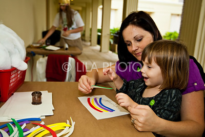 L-R: Gina Leonard w/daughter Sasha Leonard;photography by: LILA PHOTO