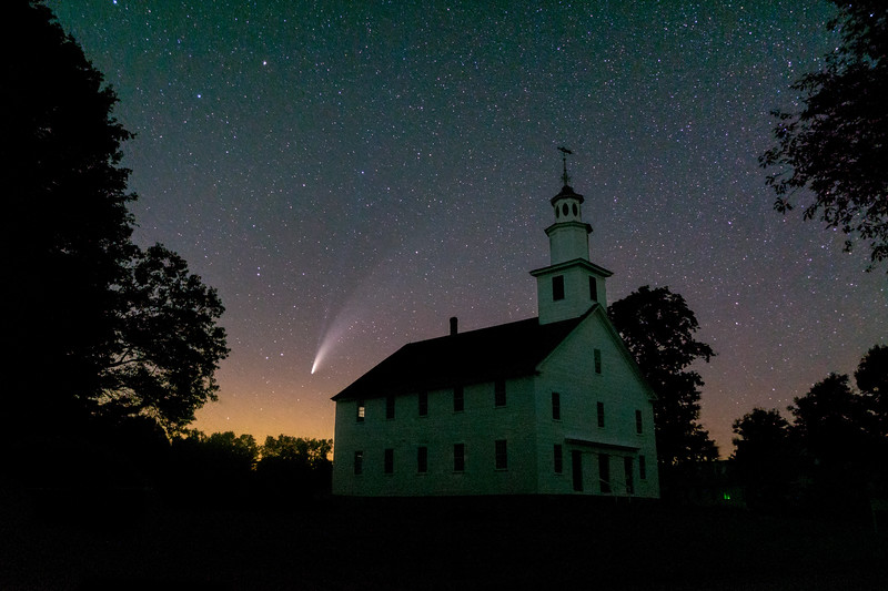 Comet Neowie over the Old West Church