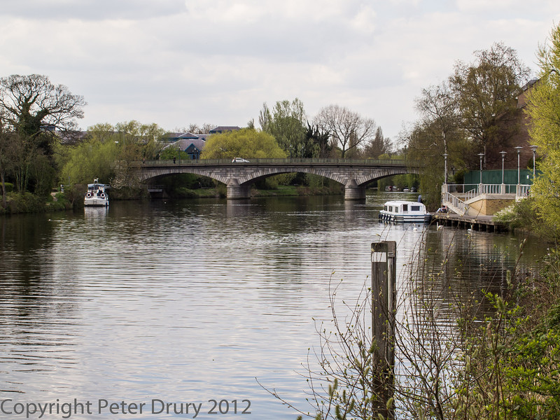The road bridge over the river Thames near the Town centre.