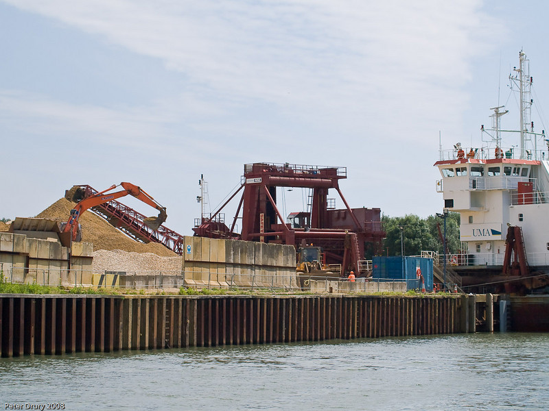 Aggregates Wharf unloading. Copyright Peter Drury 2010<br /> Another view of the unloading, this time taken from further up Hermitage stream.