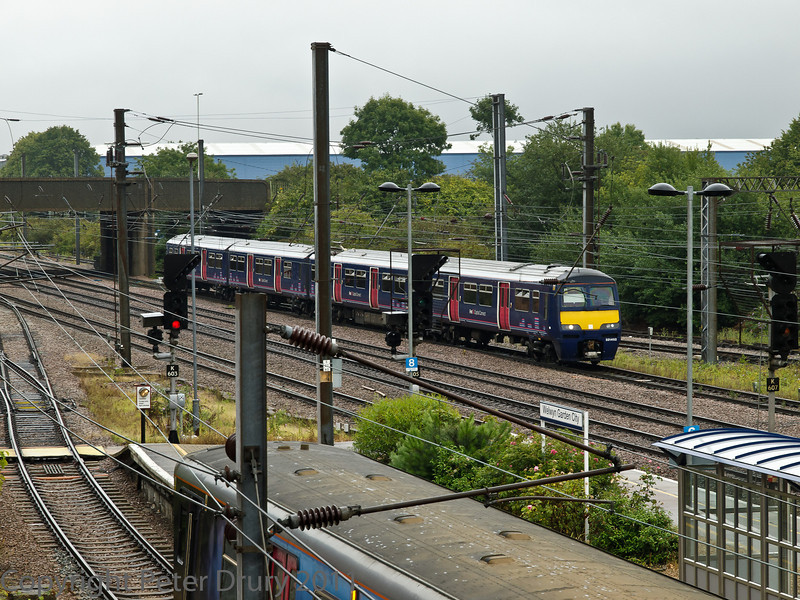 04 Aug 2011. Class 321 EMU, approaching the Up platform from he north.
