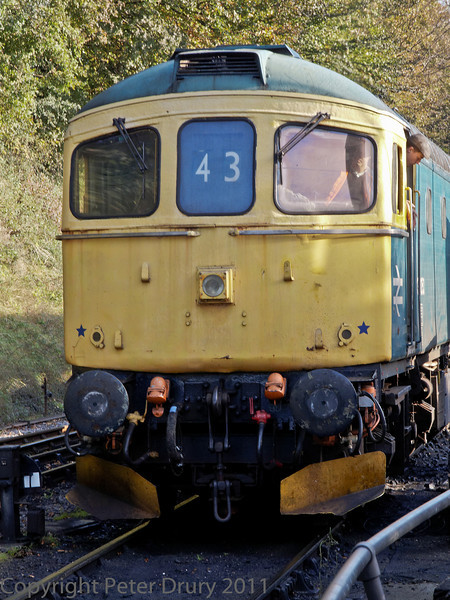 22 Oct 2011 BR Class 33 No 33 053 delivering Class 7, Britania's support coach from Alton.