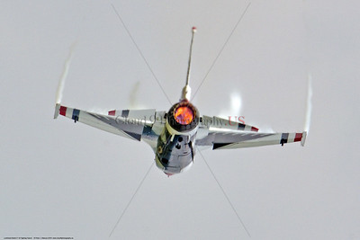 TB-F-16 0068 A USAF Thunderbirds F-16 Fighting Falcon in full afterburner at the 2018 Thunder Over Michigan Airshow, military aviation photography by Peter J  Mancus     851_3279     DWT