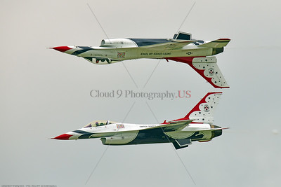 TB-F-16 0044 The USAF's Thunderbirds' solo  pilots doing their thing with a crowd pleasing clever pass at the 2018 Thunder Over Michigan Airshow, military aviation photography by Peter J  Mancus     851_9958     DWT