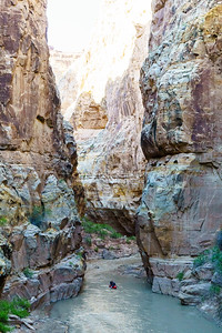 Wally Macfarlane in one of the most impressive sections of canyon on Muddy Creek