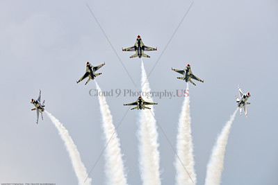 TB-F-16 0080 The USAF's Thunderbirds' F-16 Fighting Falcons begin to fan out to do a crowd pleasing performance at the 2018 Thunder Over Michigan Airshow, military aviation photography by Peter J  Mancus     851_3328     DWT