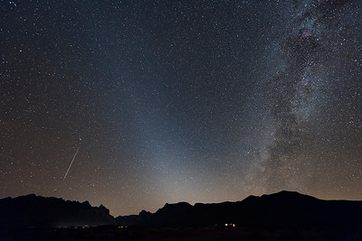 Geminid meteor, Zodiacal Light,  and the Milky Way