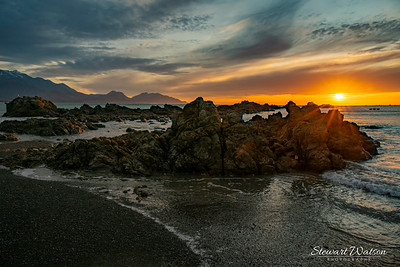 Sunrise over the rocks at Kaikoura