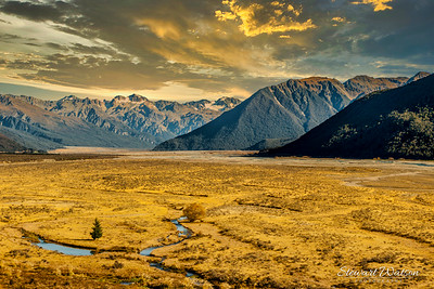 Old Glacial valley around the Waimakariri river / Lake Pearson area