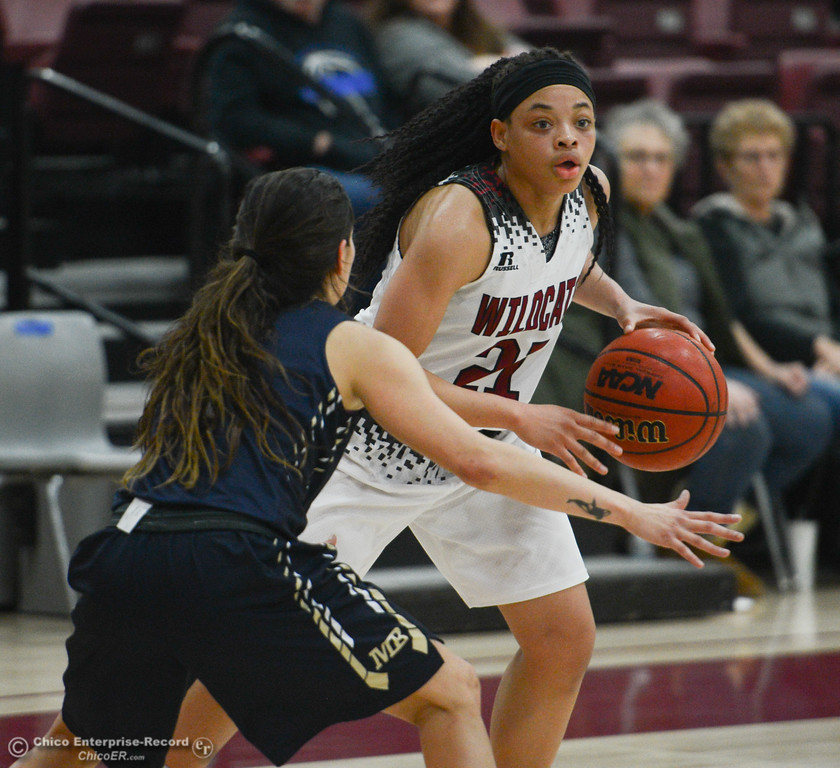 . Chico State\'s Shay Stark  (21) tries to get past a Monterey Bay player, Thursday, February 1, 2018, in Chico, California. (Carin Dorghalli -- Enterprise-Record)
