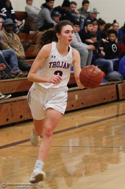 . Durham\'s Lindsey Bryant (3) dribbles down the court, Thursday, January 25, 2018 at Durham High School in Chico, California. (Carin Dorghalli -- Enterprise-Record)