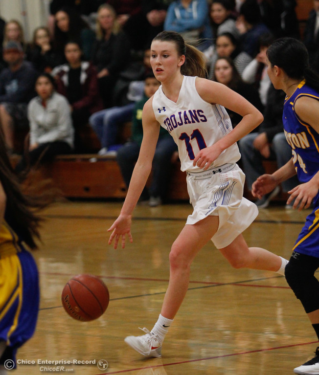. Durham\'s Natalie Thorpe (11) dribbling toward the top of the key, Thursday, January 25, 2018 at Durham High School in Chico, California. (Carin Dorghalli -- Enterprise-Record)