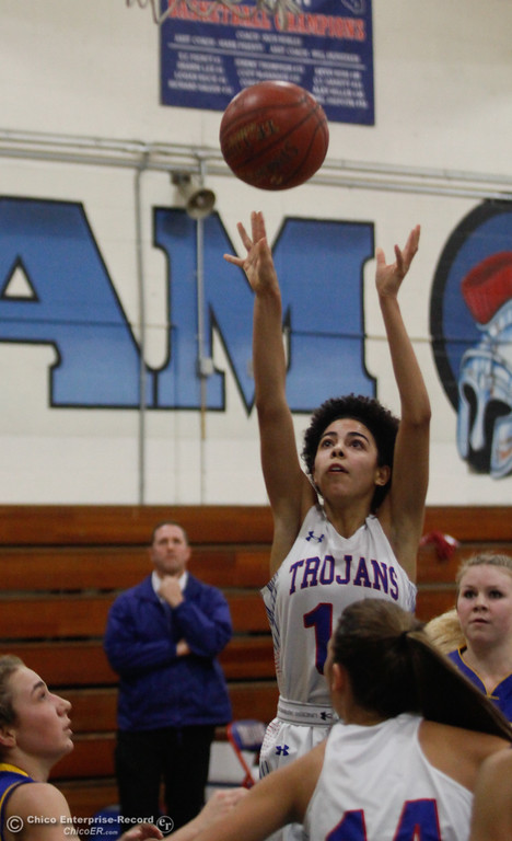 . Durham\'s Jenna Parker (12) goes up for a shot, Thursday, January 25, 2018 at Durham High School in Chico, California. (Carin Dorghalli -- Enterprise-Record)