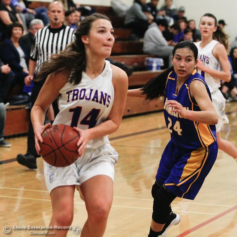. Durham\'s Ali Argo (14) and Hamilton\'s Berenize Trujillo-Mendoza (24), Thursday, January 25, 2018 at Durham High School in Chico, California. (Carin Dorghalli -- Enterprise-Record)