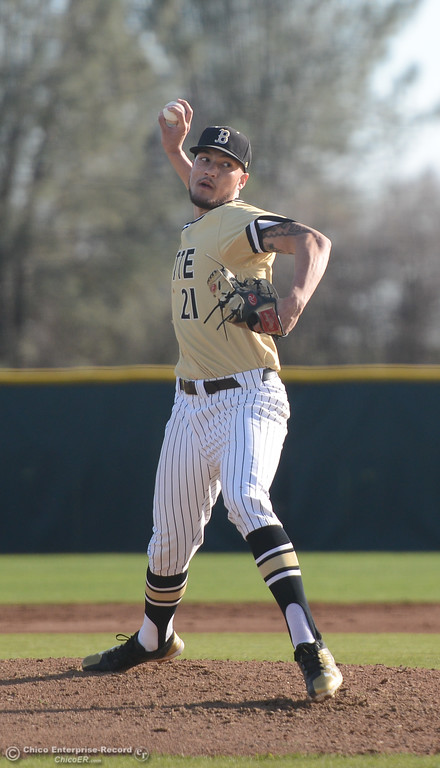 . Butte\'s Anthony Fugazzi pitches the ball during Butt\'s game against Folsom at Butte College, Saturday, January 27, 2018, in Chico, California. (Carin Dorghalli -- Enterprise-Record)