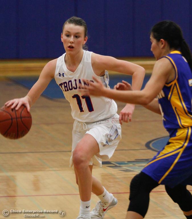 . Durham\'s Natalie Thorpe (3) tries to get past Hamilton\'s Morgan Avrit (22), Thursday, January 25, 2018 at Durham High School in Chico, California. (Carin Dorghalli -- Enterprise-Record)