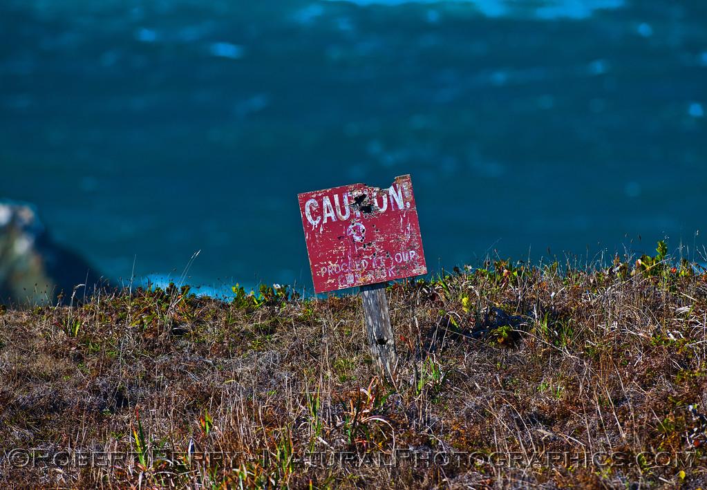 warning sign sea cliffs 2015 11-02 Albion-003