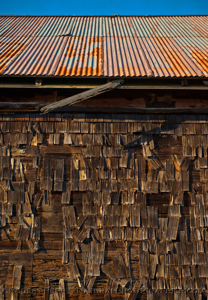 old barn -  detail with roof 2015 11-04 Mendocino-028