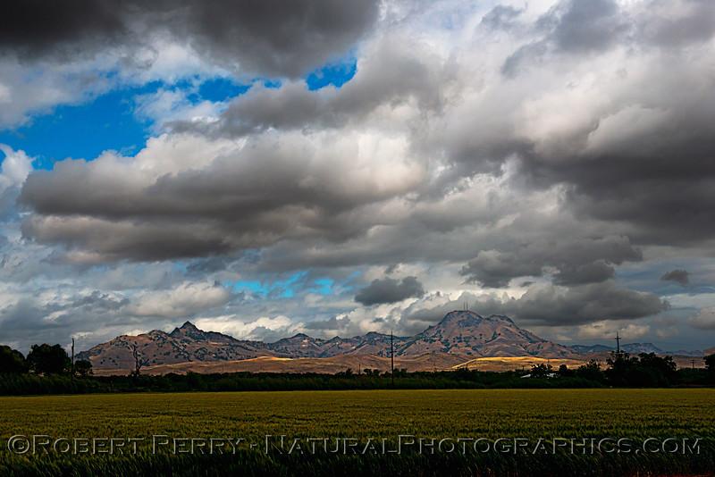 storm cloud patterns Sutter Buttes 2021 04-25 Colusa Cnty-137