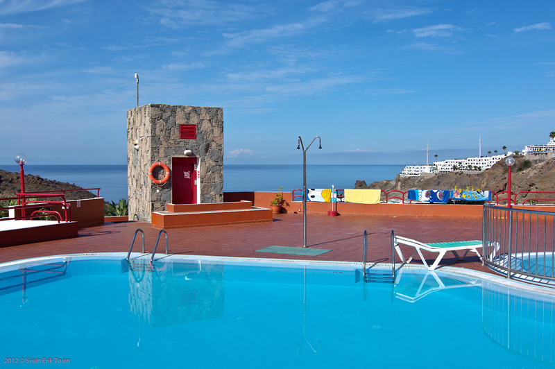Pool with lift and shower<br /> Hotel Inagua, Puerto Rico