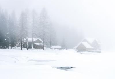 Mist and snow at Rifugio Nambino