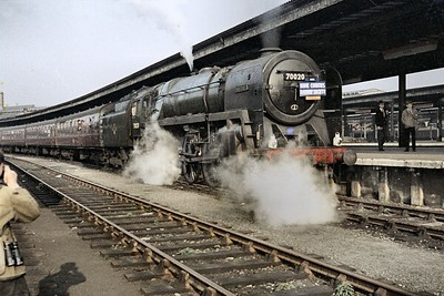 HCRS: York Special 4/10/64 Standard 7MT 'Britannia' class pacific no. 70020 Mercury at York station. This special was advertised as being hauled by Stanier pacific no. 46256 Sir William A. Stanier F.R.S. but it had been withdrawn during the month prior to this booking and so 70020 was substituted. [Mike Morant collection]
