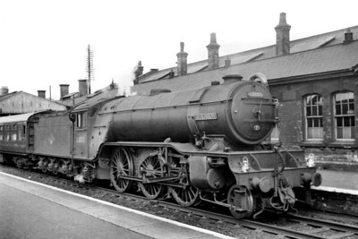 A 1959 portrait of the prototype Gresley V2 class 2-6-2 no. 60800 Green Arrow awaiting departure from Grantham with an express bound for King's Cross. 60800 was withdrawn in 1962 but is still with us today as part of The National Collection. [Mike Morant collection]