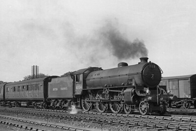BR apple green liveried Thompson B1 class 4-6-0 no. 61134 at Perth on 18/6/49. 61134 was an Aberdeen ferryhill engine at the time and would be a Scottish engine for its entire working life which came to its end at Dalry Road mpd in October 1965. [H. C. Casserley / Mike Morant collection]