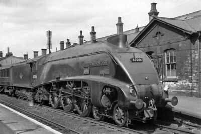 Gresley A4 pacific no. 60006 Sir Ralph Wedgwood at Grantham station on 28/8/59. [Mike Morant collection]