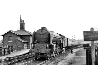 Grantham allocated, Peppercorn A1 pacific no. 60122 Curlew passes through Barkston Junction station whilst in charge of a diverted Down express on 24/6/56. Note the presence of a Great Northern Railway cast iron trespassers notice on the right of the shot [Mike Morant collection]