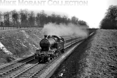 LNER H2 class 4-4-4T no.6417 in charge of a Baker St. to Aylesbury service on 20/3/1938. 6417 had been built by the Kerr Stuart and delivered on 24/11/1920 as Metropolitan Railway 'H' class no. 106. The number shown here was applied on 11/3/1938 and withdrawal came at Colwick mpd on 21/5/1946. [S. H. Freese / Mike Morant collection]