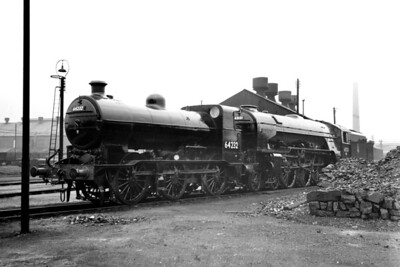 Gresley J6 class 0-6-0 no. 64232 and Peppercorn A1 pacific no. 60131 Osprey ex-works at Doncaster on 30/5/54. 64232 was a Doncaster engine whilst 60131 was based at Grantham at the time. [Mike Morant collection]