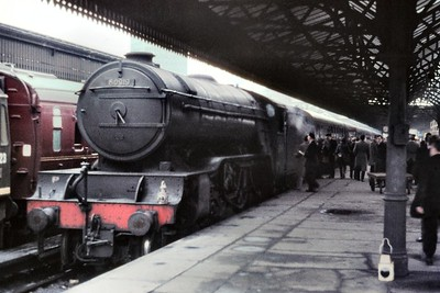 Gresley V2 class 2-6-2 no. 60919 at Glasgow's Buchanan St. Station on9/4/66. Allocated to Dundee Tay Bridge shed at the time, 60919 would be withdrawn there in the following September. [Mike Morant collection]
