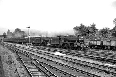 Stanier 'Black 5' 4-6-0's nos. 44861 and 44806, both allocated to Nottingham shed, double-head a St. Pancras to Nottingham express through Mill Hill on 21/10/61. [Mike Morant collection]