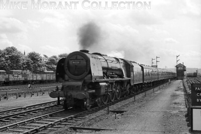 Crewe North allocated Stanier 'Coronation' pacific no. 46228 Duchess of Rutland charges through Watford Junction with a Down express on 14/5/60. [Mike Morant collection]