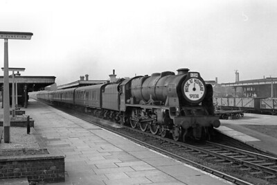 """Kingmoor allocated, rebuilt 'Royal Scot' 4-6-0 no. 46124 London Scottish, desecrated by the all-encompassing disc headboard stating that this is a """"Music at Midnight Special"""", motors through Watford Junction station in the Euston direction on July 7th, 1962. This was a Theatre Special whilst Music at Midnight was a play by Peter Howard and Alan Thornhill, performed at Westminster Theatre, Palace St. Victoria, London, in 1962. [Mike Morant collection]"""