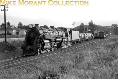 New Zealand Government Railways Ka class 4-8-4 no. 954 at Makotuku on 9/2/58. [Bob Hepburn / Mike Morant collection}