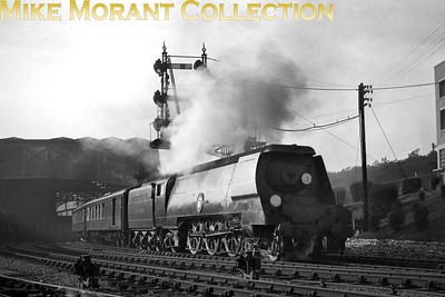 Bulleid original Merchant Navy pacific no. 21C18 British India Line accelerates away from Bournemouth Central whilst in charge of the Up Bournemouth Belle in early 1948. [Mike Morant collection]