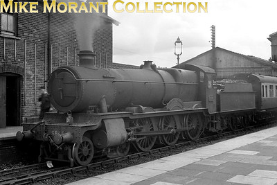 GWR Collett 4-6-0 no. 6846 Ruckley Grange at Salisbury station on 30/6/1939. 6846 was an 82B Bristol St. Philips Marsh engine until withdrawal in September 1964. [Mike Morant collection]
