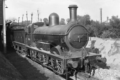 A circa 1920 view of GNR, James Stirling designed J4 class 0-6-0 no. 846 at the unlikely location of the LSWR's shed at Strawberry Hill. No. 846 entered GNR service in December 1891 but was subsequently rebuilt with a domed boiler under Gresley's auspices. Following the 1923 grouping, the LNER applied the number 3846 in September 1924 and withdrawal came in March 1930. [Mike Morant collection]