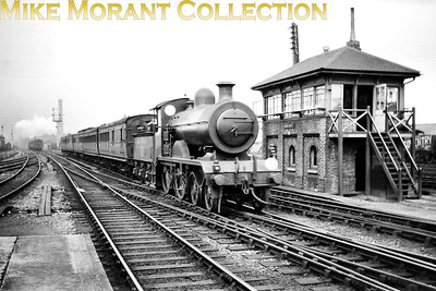 Ex-LBSCR, RJ Billinton designed B2X 4-4-0 no. B171 passes Hove West signal box before drawing to a halt at Hove station 1924. B171 was built at Brighton in June 1897 as a B2 and was rebuilt under Marsh to the B2x specification in August 1910. Withdrawal as SR no. 2131 came in May 1931. [Mike Morant collection]