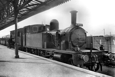 Isle of Wight Central Railway 4-4-0T no. 6 at Newport station on 2/6/1921. No. 6 was a Black Hawthorn product with works no. 999 that had entered IWCR service in June 1890 and would be withdrawn in September 1925. [Mike Morant collection]