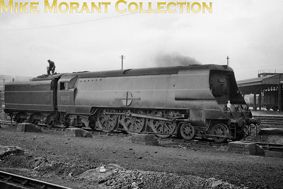 Bulleid original Merchant Navy class pacific no. 35027 at Nine Elms shed on 1/6/49. 35027 had been built in December 1948 and was first allocated to Bournemouth. Note that the Port Line nameplate is boxed in and would remain so until the naming ceremony on 24/4/50. [Mike Morant collection]