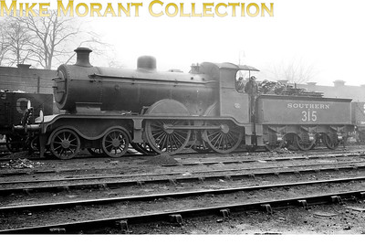 Former LBSCR, RJ Billinton designed B2X 4-4-0 no. B315 at Battersea shed yard. B315 was built at Brighton in June 189 as a B2 and was rebuilt under Marsh to the B2x specification in March 1909. Withdrawal as SR no. 2315 came in April 1933. [Mike Morant collection]