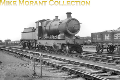 GWR Dean designed 'Aberdare' double-framed 2-6-0 no. 2602 at Reading shed on 29/9/1929. Despite its low number in the series 2602 was built in January 1907 and was one of the final batch to enter GWR service. Withdrawal came on 24/08/1934. [Mike Morant collection]